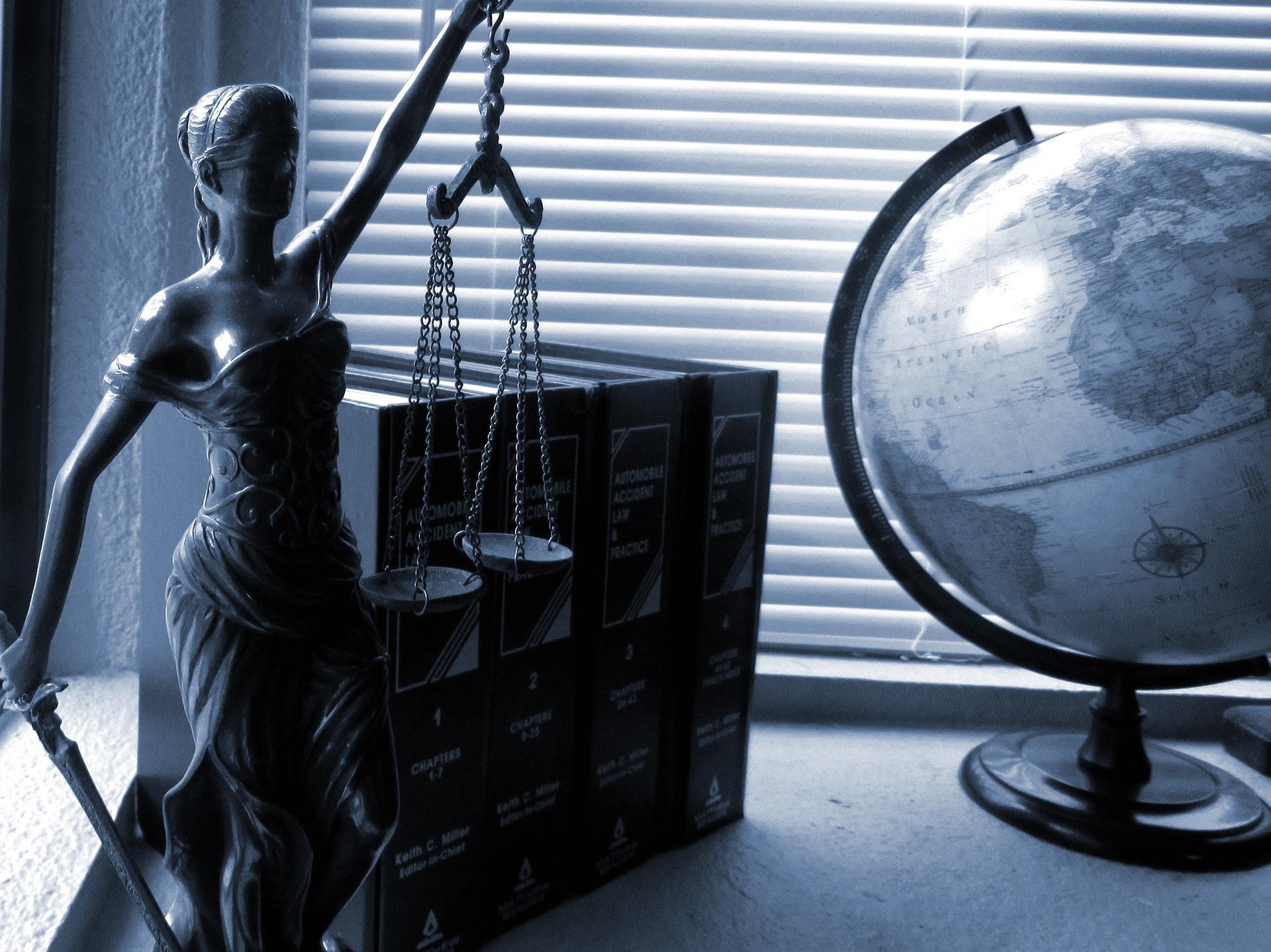 gerichte_jessica45__lady-justice-2388500_1920.jpg